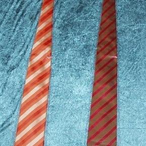 flotte og elegante slips  ALDRIG BRUGT  se billed.  Mindstepris pr stk 50 kr plus porto  porto er for 1 stk 37 kr som B post  Tag 2 stk for 90 kr plus porto Porto er for 2 til 4 stk 37 kr. med DAO uden omdeling  Bytter Ikke ...