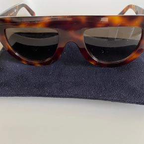 Fede Celiné flat-top solbriller  Kvittering har jeg ikke :)  Alle solbriller er forskellige så vær opmærksom på de måske skal rettes til hos en brilleforhandler.
