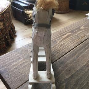 Hest 26 cm lang. 21 cm høj