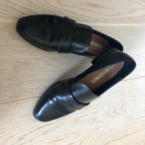 Klassiske læder sko som kun er brugt få gange.