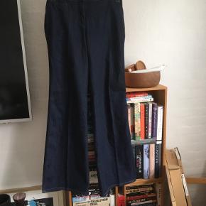Super flotte bukser i jeansstof str. 30/34. Vurderer dem til en str. m