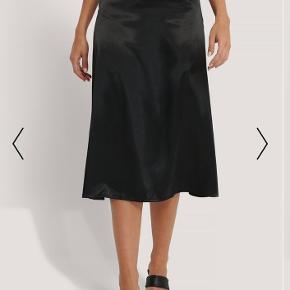 Sælger denne satin nederdel fra NA-KD, aldrig brugt