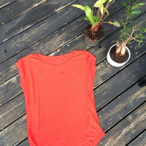 Really comfy red top to give some boost of energy in the summer months. Could be worn cozy with one shoulder down.   Fits perfectly jeans, shorts, and skirts. Great cotton material.
