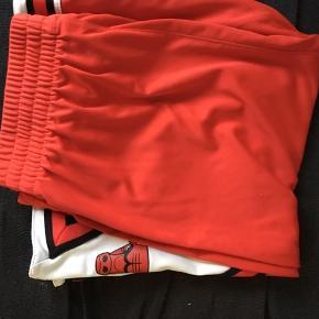 Et par fine shorts fra de populær Nba hold Chicago Bulls brugt en del men fejler absolut intet næsten som nyt prisen kan godt forhandles...