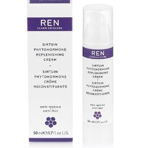 Sirtuin Phytohormone Replenishing Cream, som er RENs effektive og avancerede creme, som er målrettet menopausal hud, som er kendetegnet ved rynker og mangel på glød, fasthed og fugt.  Ændringerne i hudens struktur skyldes hormonelle forandringer, og det er dem, cremen kompenserer for via bl.a. hyaluronsyre, phytohormoner, sirtuin proteiner og omega spækkede olier fra bl.a. risklid, tranebær og wild yam (den, som Kjær Weis bruger i sin facial  oil), som tilsammen giver fugt, spændstighed og glød.  Ny og helt ubrugt, stadig i æske. 50 ml. full size.  Sælges for 200 kr. + porto  Bytter ikke.