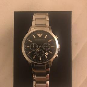 Ingen fejl  Går upåklageligt  Rigtig fint ur  Der er tilkøbt garanti på, så hvis det skulle gå i stykker kan man få det lavet eller udskiftet. Mener der er 3-4 år tilbage af den