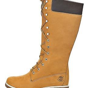 Støvlerne er brugt få gange og fremstår i pænt stand...  Kan sende billede  af mine egne hvis man har interesse i at købe..  Nypris 1799  Mp 950kr  Prisen er fast mp - går IKKE under prisen.