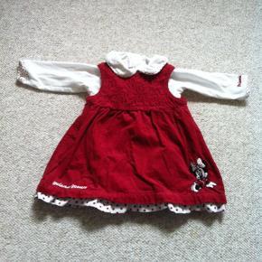 Brand: HM Varetype: Kjole og body Farve: Rød og hvid Kvittering haves.  Fin rød fløjlskjole med tilhørende body. Kan fint bruges som julekjole.