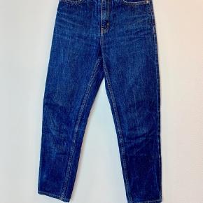 Privatbeskeder og kommentarer besvares ikke. Prisen er fast.  Fede jeans fra Wood Wood i en str. 24. De måler 92 cm i længden.