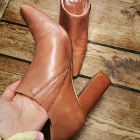 Støvler fra Mango i smuk farve