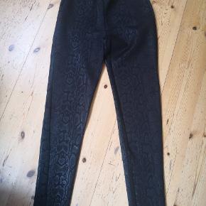 Zara aldrig brugt leggings i god kvalitet med slangeskind tryk, medium.