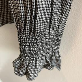 Mønstret skjorte fra HM i str. 44. Brugt 2 gange