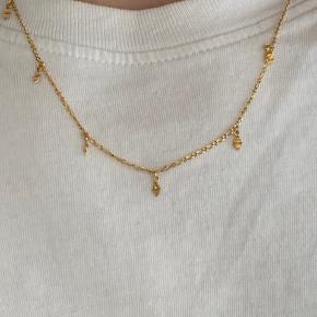 Sælger denne mega fine maanestens halskæde Æske medfølger😊  45 cm