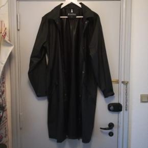 bf11df50b0c Napapijri Andet overtøj. Unisex lang regnfrakke I størrelse m/l. Brugt få  gange. Sort uden hætte