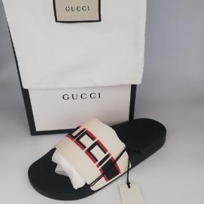 Gucci stripe rubber slide sandal   Str : 40  DSWT Alt OG SS19  Nypris €250 ~ 1.900,-  Mindstepris 1.050,- Buy it now 1.600,-  In-hand og klar til at blive sendt afsted