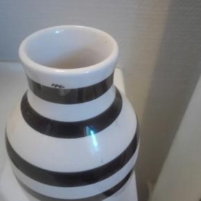 Jeg har en superflot kahler vase på 12,5 cm som jeg gerne vil sælge prisen kan forhandles varen kan sendes køber betaler fragt