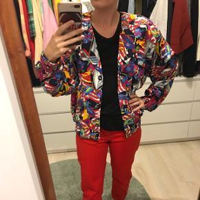 Vintage mønstrede jakke, kan styles på så mange måde pga alle farverne 🌈