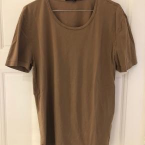 Brun T-shirt fra Tiger of Sweden. Model Legacy. Brugt men pæn stand