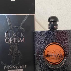 150 ML.  BLACK OPIUM BY YVES SAINT LAURENT. 150 ML.  Aldrig nogensinde brugt. Købt for nyligt. BYD gerne.