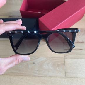 Lækre Valentino solbriller købt i 2020, brugt få gange