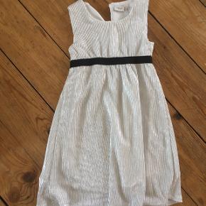 Name it kjole str 104 -fast pris -køb 4 annoncer og den billigste er gratis - kan afhentes på Mimersgade 111 - sender gerne hvis du betaler Porto - mødes ikke andre steder - bytter ikke