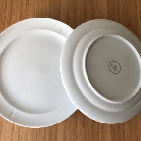Rosendahl Grand Cru Soft Middagstallerken i hvid porcelæn.   Ø: 27 cm.  Nypris for alle: 960kr. (8 stk.) Findes stadig i butik.