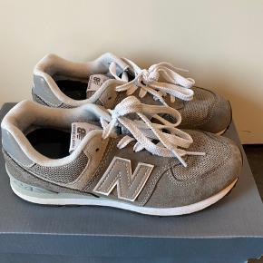 Fine new balance sneakers i str. 35, brugt få gange til pænt brug...