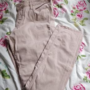Varetype: Skønne bukser Farve: Se billeder Prisen angivet er inklusiv forsendelse.  Slim Regular waist