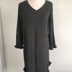 Sød kjole/ tunika - den er brugt to gange Den er str.s men kan sagtens bruges af en str.m