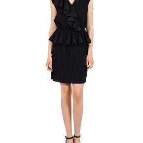 Cocktail-kjole fra Designers Remix.   Kjolen er brugt to gange og er derfor i rigtig fin stand.