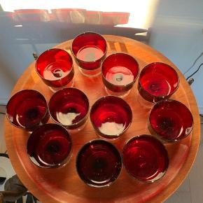 11 skønne champagne skåle/dessert glas fra franske luminarc virkelig fine uden skår   Samlet pris 350kr  Ved enkelt stk. Salg 40kr   Til salg på flere sider