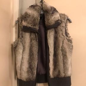 Vest med pels på 😊  Str. 36  Gerne byd ..