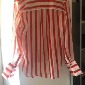 Rød og hvid stribet skjorte, aldrig brugt