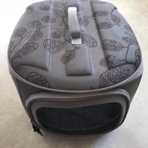 Hunde katte taske, super fin og praktisk.  Brugt i forbindelse med dyrlæge besøg.  Pris 250,- halv pris