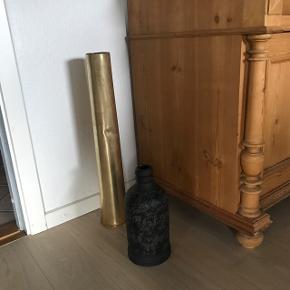 Skøn gammel messing hylster, har brugt det til skønne grene, har en mere hvis interesse Højde 64 cm                               Mp 500kr   Den er pt i Randers men er ofte i København Århus Ålborg mm   Til salg på flere sider