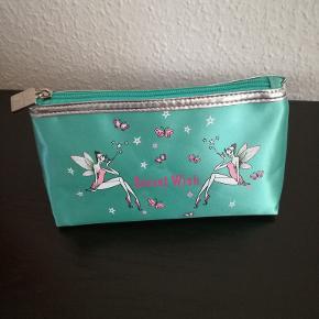 Anna Sui anden accessory