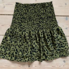 Den smukkeste nederdel, brugt få gange
