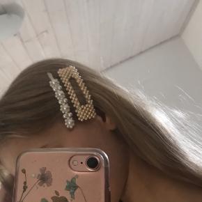 Sælger dette smukke hårspænde, da jeg desværre ikke får det brugt🌸 Vil gerne gå ned i pris på hårspændet, hvis det bare købes en anden vare☺️