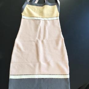 Varetype: Midi Farve: Multi Oprindelig købspris: 4000 kr.  Lækker kjole fra Missoni. Nypris 4000,- sælges for 500,-