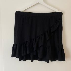 Super flot nederdel, i et blødt materiale🖤