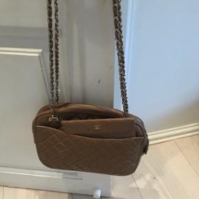 Vintage Chanel taske med pung i beige.Pæn stand  Håndtaske, skuldertaske, taske, pung, chanel, beige