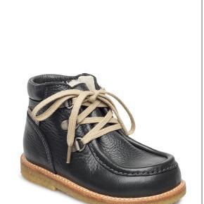 Varetype: VinterstøvlerFarve: Sort Oprindelig købspris: 849 kr.  Min datter kan desværre ikke passe disse sko. De er ikke imprægneret.  Mp: 400,- pp via mobilepay.