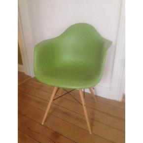 Eames DAW, grøn