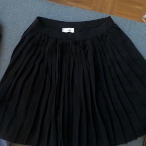 Plisseret nederdel fra envi  BYD
