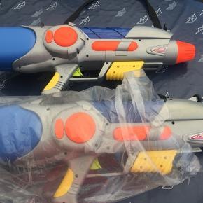 Vandpistoler næsten nye, skal du i vandkrig så er de perfekte 💦