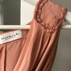Rosemunde silke kjole  Missing one button