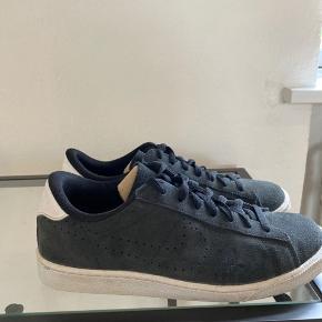 Nike Sneakers i str. 40. Intet og medfølger. Bud modtages fra 100kr.