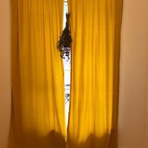 Rigtig flotte Jotex velour gardiner. Købt og kun brugt i få uger,m. Sælger da jeg skal flytte og de ikke kan være det nye sted.  De måler 2,5 meter