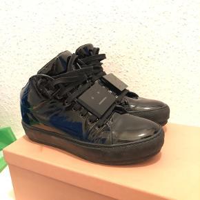Sælger disse Acne sko, da de ikke er mig. De er brugt 2 gange, og er derfor som nye.