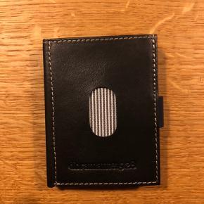 Helt ny og ubrugt kortholder fra Dbramente sælges, da vi ikke har fået den brugt.